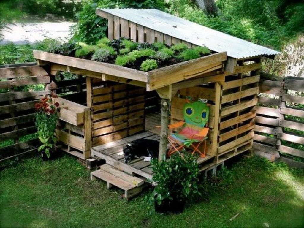 Cabane Jardin En Palette 10 idées pour décorer votre jardin à l'aide de palettes de bois