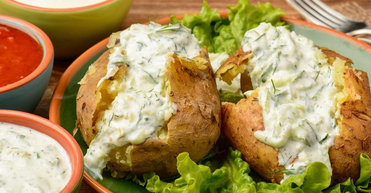 Pommes de terre au four à la sauce fromage - Recettes en Famille